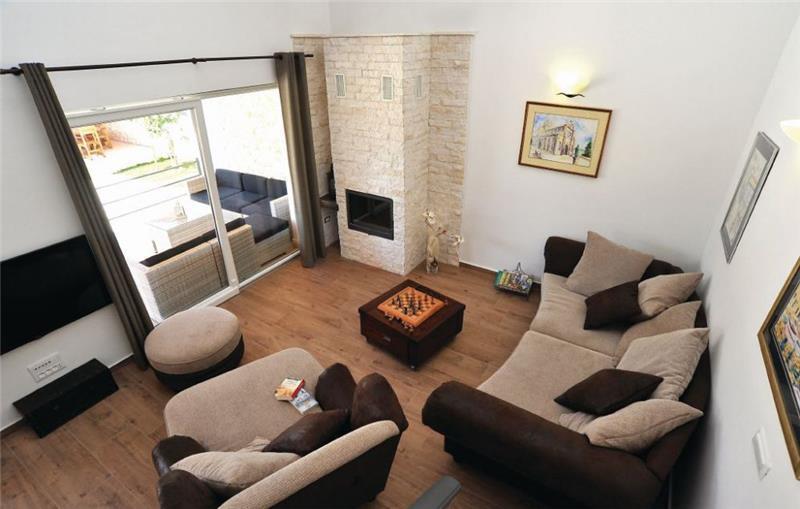 3 Bedroom Villa with Garden and Pool near Sibenik, Sleeps 6-8