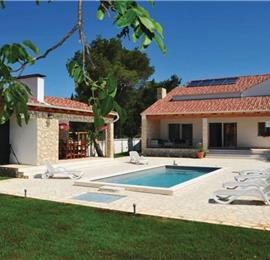 3 Bedroom Villa with Garden and Pool near Sibenik, Sleeps 6-8