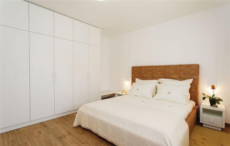3 Bedroom Villa with Pool and Garden near Sibenik, Sleeps 6-8