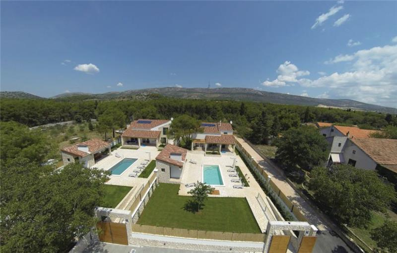 3 Bedroom Villa with Pool and Garden near Sibenik, Sleeps 6-8
