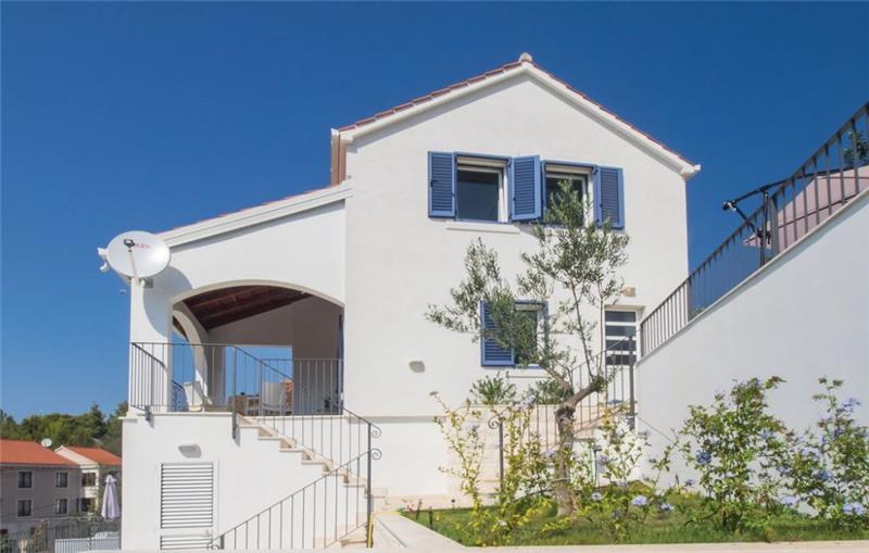 4 Bedroom Villa with Pool and Balcony with Sea Views in Milna on Brac Island, Sleeps 8