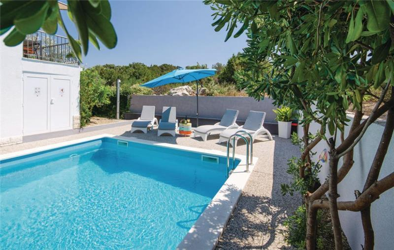 7 Bedroom Villa with Pool and Distant Sea Views on Ciovo Island near Trogir, Sleeps 12