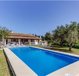 4 Bedroom villa with a pool near Pollensa, sleeps 8