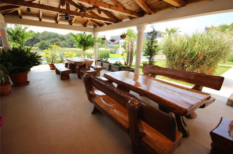 2 bedroom Seaside Apartments with pool in Medulin, Sleeps 4-5
