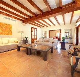 4 Bedroom Villa with Pool near Sa Pobla, Sleeps 8 -9