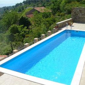 3 Bedroom Villa with Pool in Zrnovnica nr Split, Sleeps 6-8