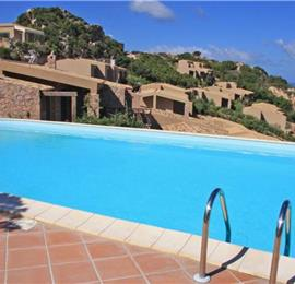 2 Bedroom Villa with Pool in Costa Paradiso, Sleeps 4-6