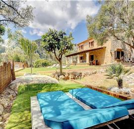 4 Bedroom Villa with Pool, near Pollensa, sleeps 8