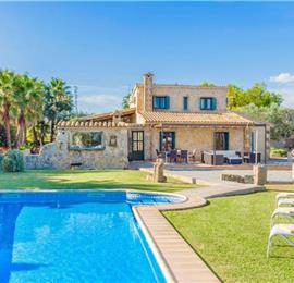 4 Bedroom Villa with Pool near Alcudia, Sleeps 8