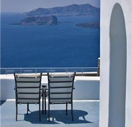 3 Bedroom Villa with Pool in Megalochori on Santorini, Sleeps 6