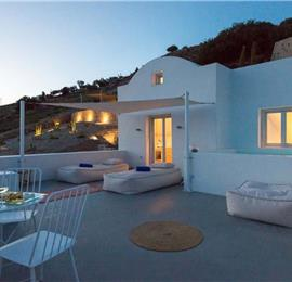 1 Bedroom Villa with Plunge Pool Jacuzzi in Pyrgos Kalistis on Santorini, Sleeps 2