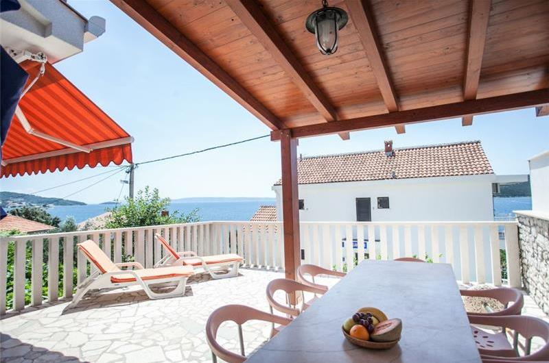 1 Bedroom Apartment with Sea Views in Seget Vranjica, sleeps 2-3