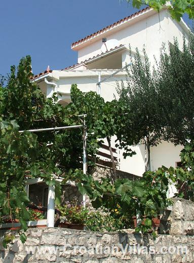1 Bedroom Apartment with Sea Views in Seget Vranjica, sleeps 2-3