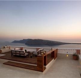 4 Bedroom Villa with Jacuzzi in Oia on Santorini, Sleeps 8