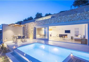 1 Bedroom Villa With Infinity Pool In Pyrgos Kalistis Santorini