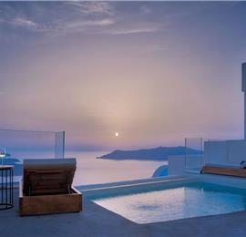 2 Bedroom Villa with Infinity Pool in Firostefani on Santorini, Sleeps 4-6