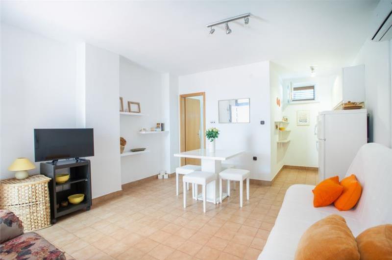 1 Bedroom Apartment in Seget Vranjica, sleeps 2-3