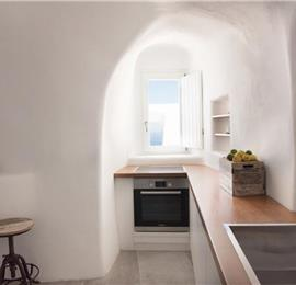 2 Bedroom Villa with Jacuzzi in Imerovigli on Santorini, Sleeps 4