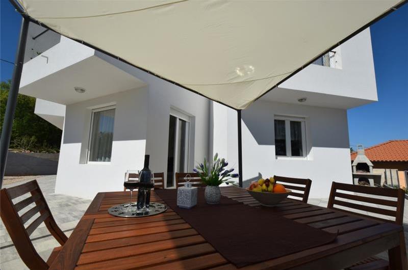 3 Bedroom Villa with Pool and Jacuzzi near Malinska, Sleeps 6-8