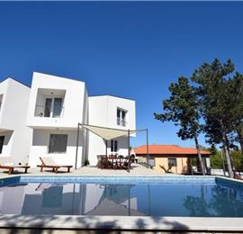 3 Bedroom Villa with Pool and Jacuzzi near Malinska, Sleeps 6-8