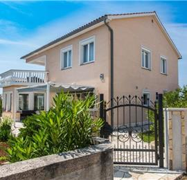 3 Bedroom Villa with Pool and Indoor Jacuzzi near Malinska, Sleeps 7