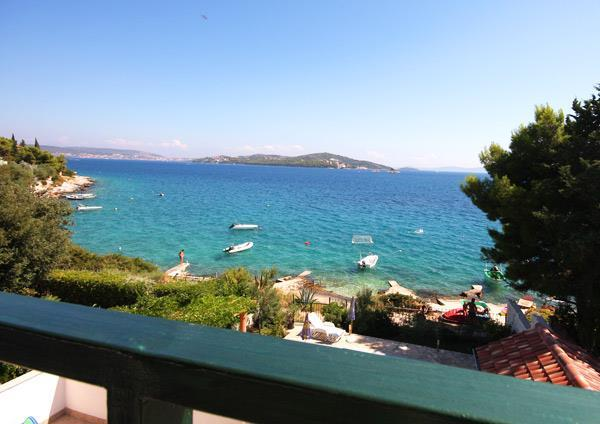 2 Bedroom Apartment with Shared Pool in Seget Vranjica near Trogir, sleeps 4