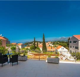 1 Bedroom and 2 Bedroom Apartments with Balconies, Shared Terrace and Jacuzzi in Cavtat