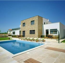 3 Bedroom Villa with Pool in Medulin, Sleeps 6