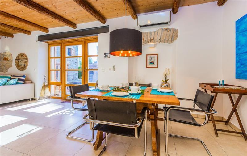 6 Bedroom Villa with Pool in Sisan, Sleeps 10