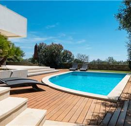 3 Bedroom Villa with Pool and Sea View in Vodnjan, Sleeps 6-7