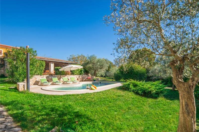 4 Bedroom Villa with Pool in Bicici, Sleeps 8