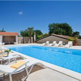 4 Bedroom Villa with Pool, Sauna and Sea View near Lovran, Sleeps 8