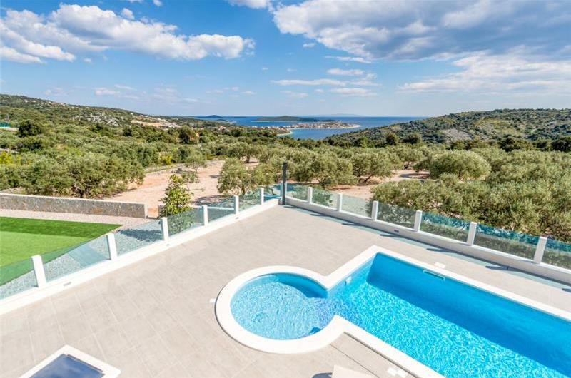 4 Bedroom Villa with Pool and Sea Views near Sevid, Sleeps 8