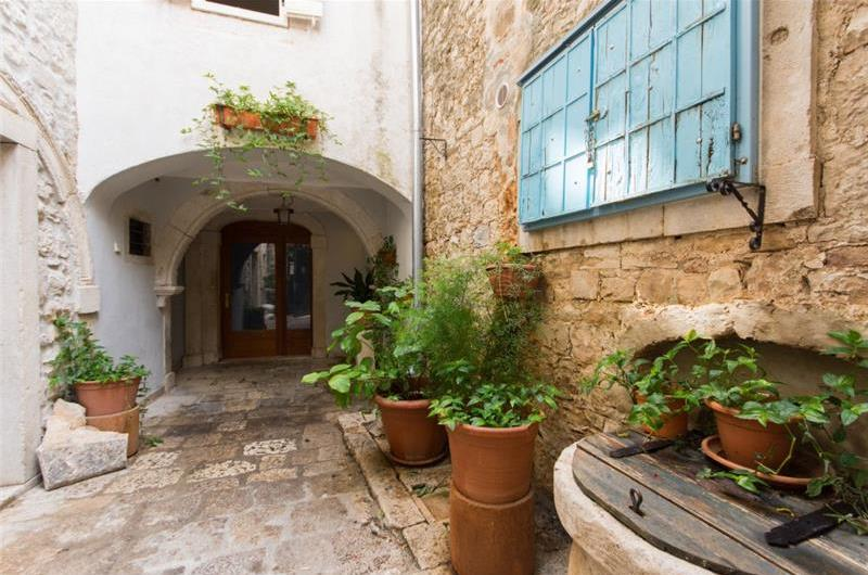 1 Bedroom Apartment in Trogir Old Town, Sleeps 2