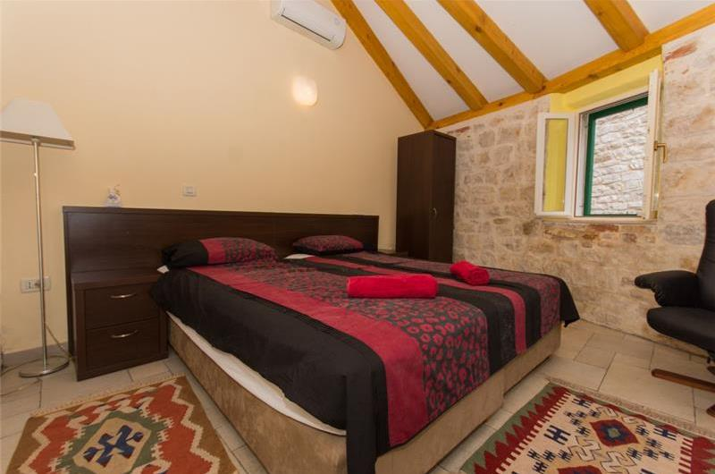 1 Split-Level Bedroom Apartment in Trogir Old Town, Sleeps 2