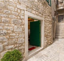 1 Bedroom Split-Level Apartment in Trogir Old Town, Sleeps 2