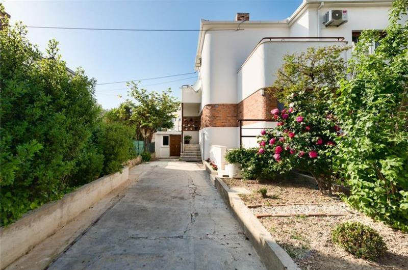 4 Bedroom Villa with Balcony near Split Old Town, Sleeps 8-10