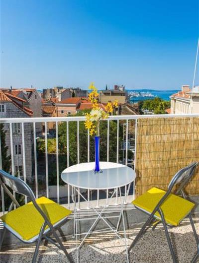 1 Bedroom Apartment with Balcony near Split Old Town, Sleeps 2-4