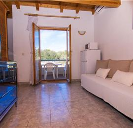 4 Bedroom Villa with Pool on Drvenik Mali, Sleeps 10-11