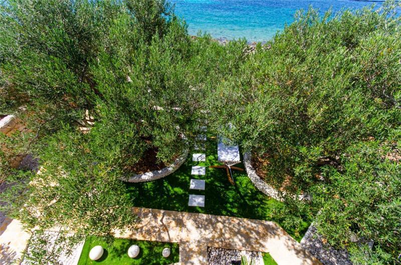 4 Bedroom Villa with Pool on Drvenik Mali, Sleeps 10-11