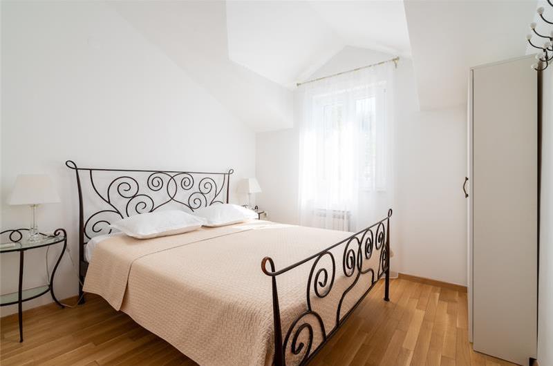 3 Bedroom Villa in Uvala Ljubljeva near Trogir, sleeps 7-8