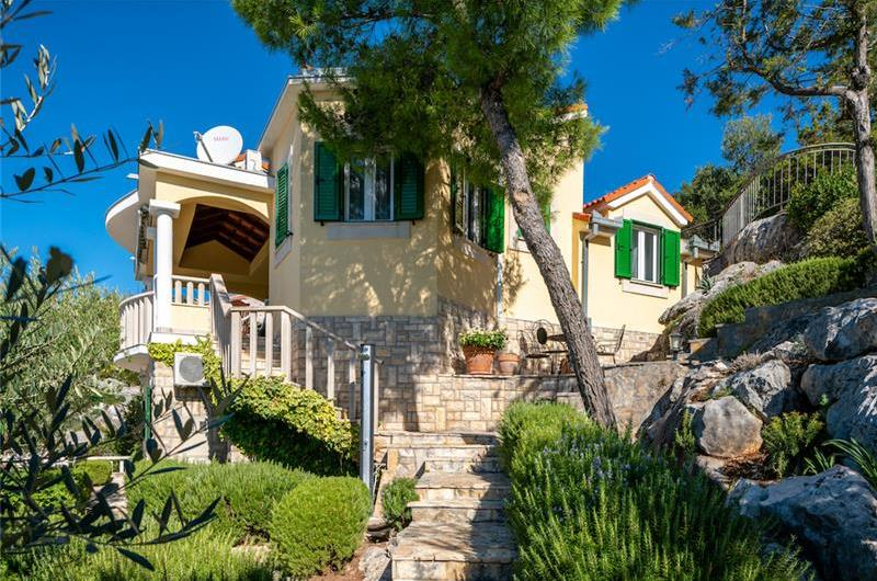 3 Bedroom Villa in Uvala Ljubljeva near Trogir, sleeps 7-8