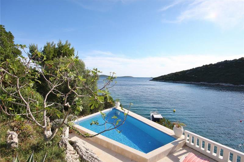 2 Bedroom Apartment in Uvala Ljubljeva nr Trogir, Sleeps 4