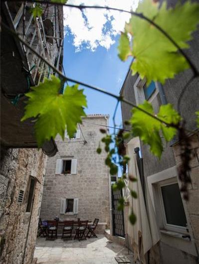 3 Bedroom Villa with Terrace near Trogir Old Town, Sleeps 6-8