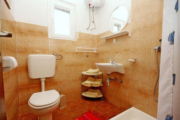 2 Bedroom Cottage with 1 Bedroom Annexe in Razanj, near Rogoznica, Sleeps 4-6