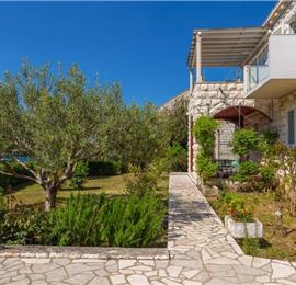 4 Bedroom Apartment with Balcony in Mokosica near Dubrovnik City, Sleeps 8