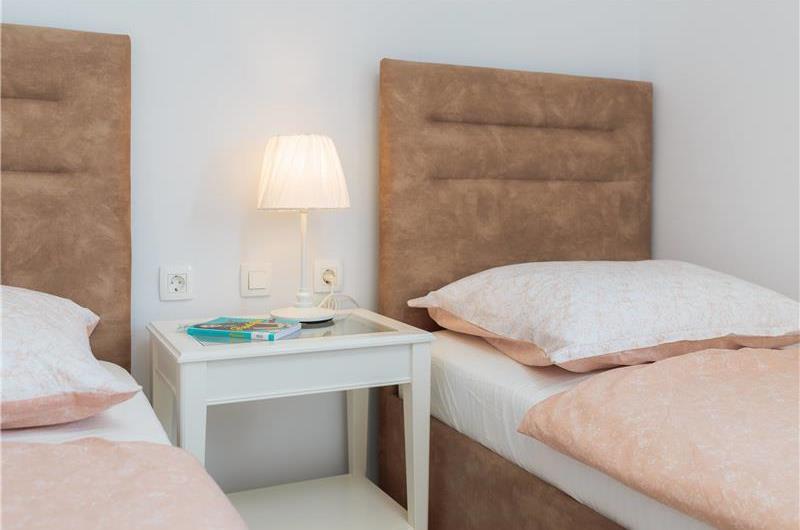 3 Bedroom Villa with Pool and Terrace near Trogir, Sleeps 6-8
