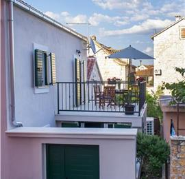 4 Bedroom Townhouse with Shared Terrace on Ciovo Island near Trogir, Sleeps 8