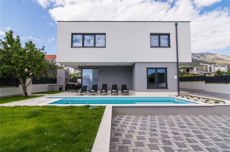 2 x 5 Bedroom Villa with Pool in Kaštel Kambelovac near Trogir, Sleeps 10-12