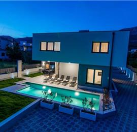 2 x 5 Bedroom Villa with Pool in Kaštel Kambelovac near Trogir, Sleeps 10-12
